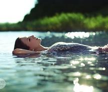 Cottagedressfloatinggirlhappymodeloceanphotography Summersunswimmingtumblrwaterwet Af2d0230676fbfec7cfd4dc864b48ac3 M